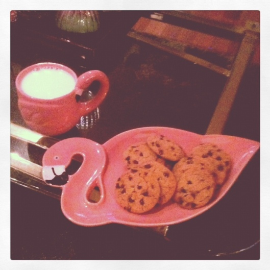 I love my flamingo plate and matching mug. Perfect for cookie time.