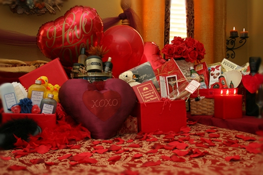 Dramatic-Decorating-Valentines-2011-with-the-lighting-and-flowers